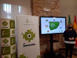 La diputada de juventud presenta el Mapa Recursos de la Provincia de Jaén.