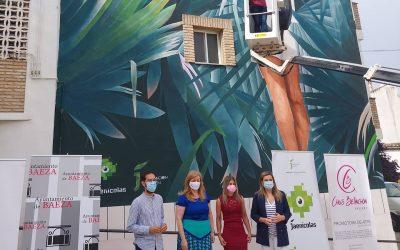 La diputada de Juventud, Pilar Lara, asiste en Baeza la creación de un graffiti del proyecto Street Art Plus impulsado por la Diputación
