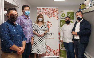 Pedro Bruno y Pilar Lara visitan en Campillo de Arenas la empresa Jamones El Gorrilla